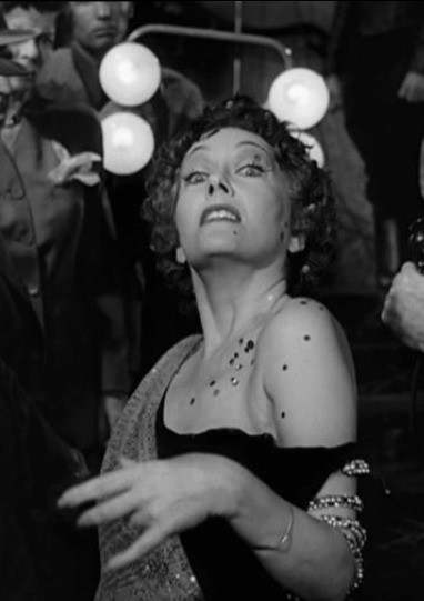 http://readjack.files.wordpress.com/2010/03/norma-desmond1.jpg